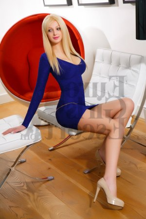 Emerante escort girl
