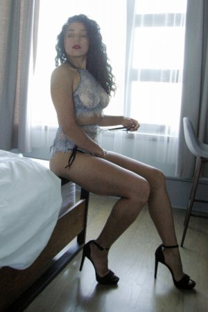 Maelyna asian escorts