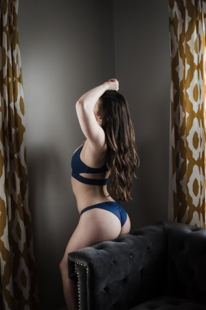 Lainy asian escort